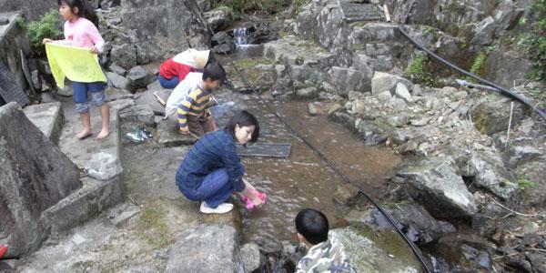 京村牧場を流れる小川で